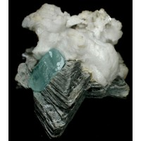 Aquamarine on Twinned Muscovite and Albite